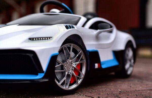 Masinuta electrica pentru copii Bugatti DIVO (HL338) Alb